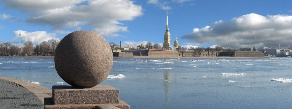 Нева у Петропавловской крепости
